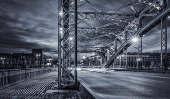Ночное движение. / Большеохтинский мост.