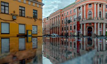 Невский проспект. / Отражение в фонтане