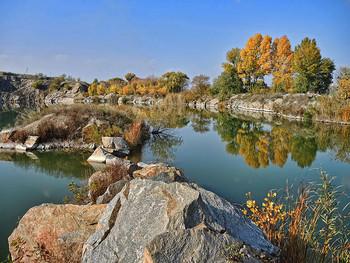 Кодакский хаос / Заброшенный карьер близ посёлка Старые Кодаки на окраине Днепра залит водой. Раз в год на берегу устраиваются казацкие забавы, посвящённые Дню казачества