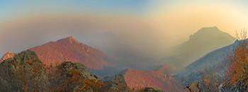 Осеннее туманное предзакатье / Склон горы Бештау, внизу в тумане -гора Машук и город Пятигорск. 20 вертикальных кадров.
