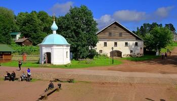 Валаамский этюд... / Валаам. .. Причал... Благовещенская часовня  и каретно-конюшенный дом