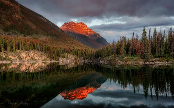 Horse Shoe Lake / Восход луны на озере Подкова, Национальный парк Джаспер, Канада
