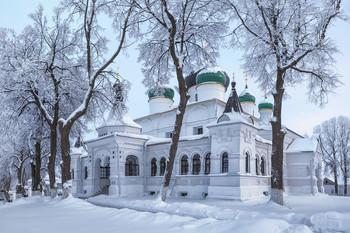 / По рождению сына Фёдора в 1557 году царь Иван Грозный повелел построить церковь в Феодоровском монастыре. Этот храм в честь Феодора Стратилата стал главным собором монастыря и сохранился до настоящего времени.