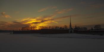 / Вечер у Петропавловской крепости