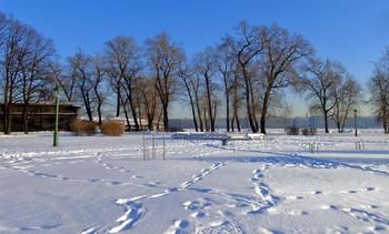 / Городские снежные закаты... Ещё чуть-чуть и солнце в низ падёт...