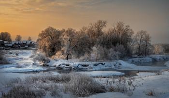 Зимняя река / р. Теза в утреннем свете. Ивановская обл.