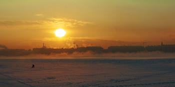 / Зимнее солнце над Невой