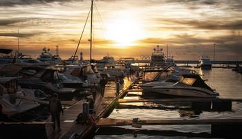 В порту... / ...