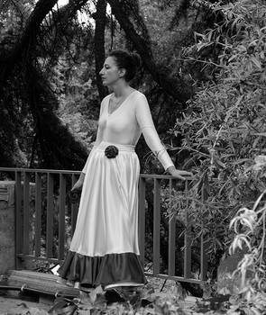 Женщина в белом платье / Женщина в белом платье