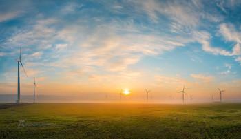 Живописное небо / Над весенним простором степи. Ветропарк. Кочубеевская ВЭС. Апрель 2021 г. Из фотопроекта «Открывая Ставрополье».