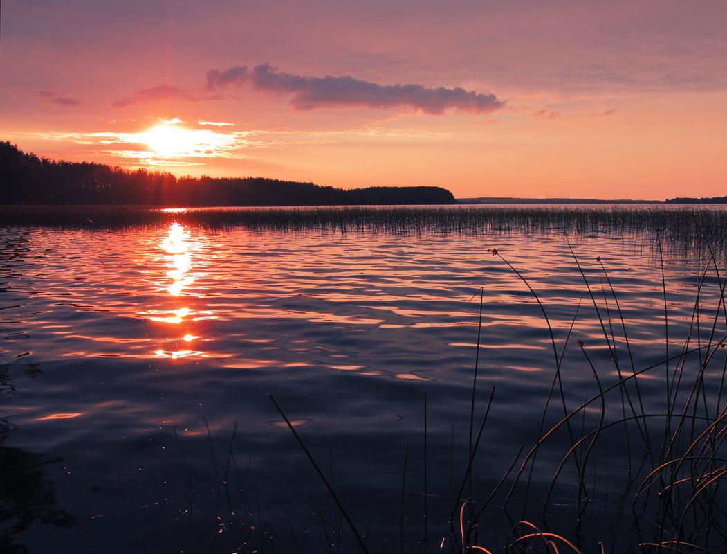 найти фотографии озер на закате девушек