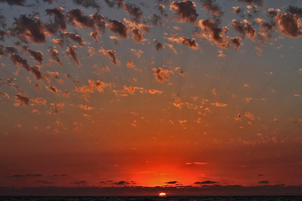 Салют на закате картинки