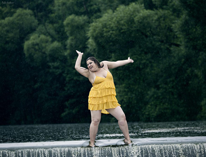Картинка танцующей девушки смешные