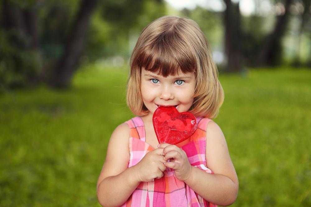 дальнейшем малыш с конфетой картинка лифтерам
