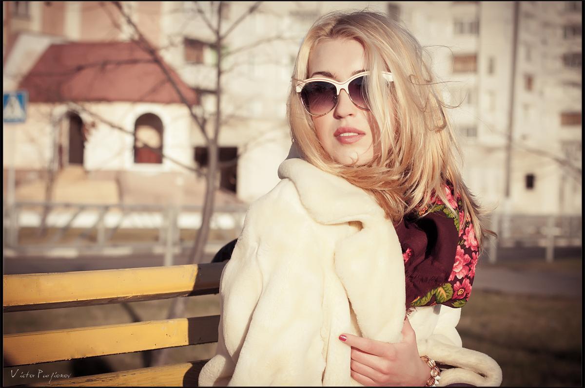 Блондинка в платке фото всего мира