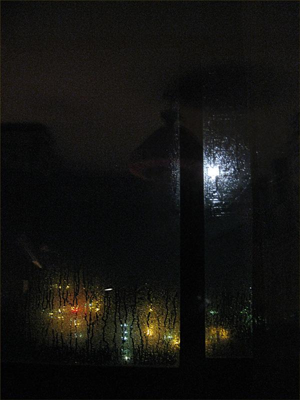 дождь в открытом окне ночью фото нее