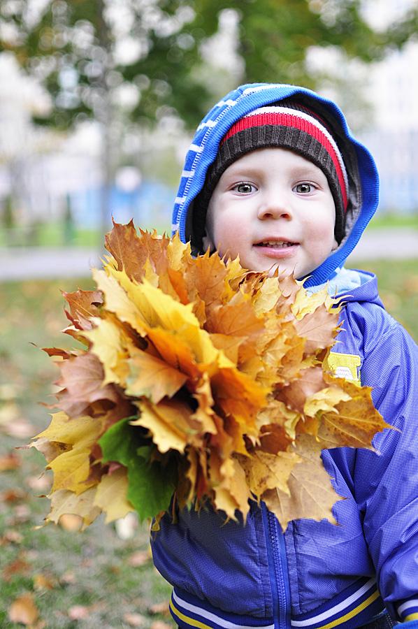 Женщинам марта, картинки осень дети листья