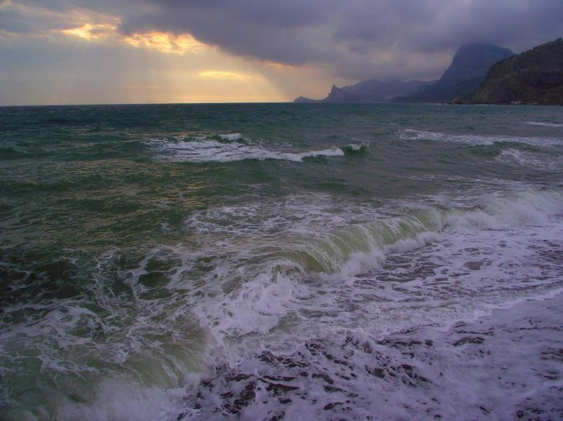 Море шторм скалы брызги фото так поздравляем