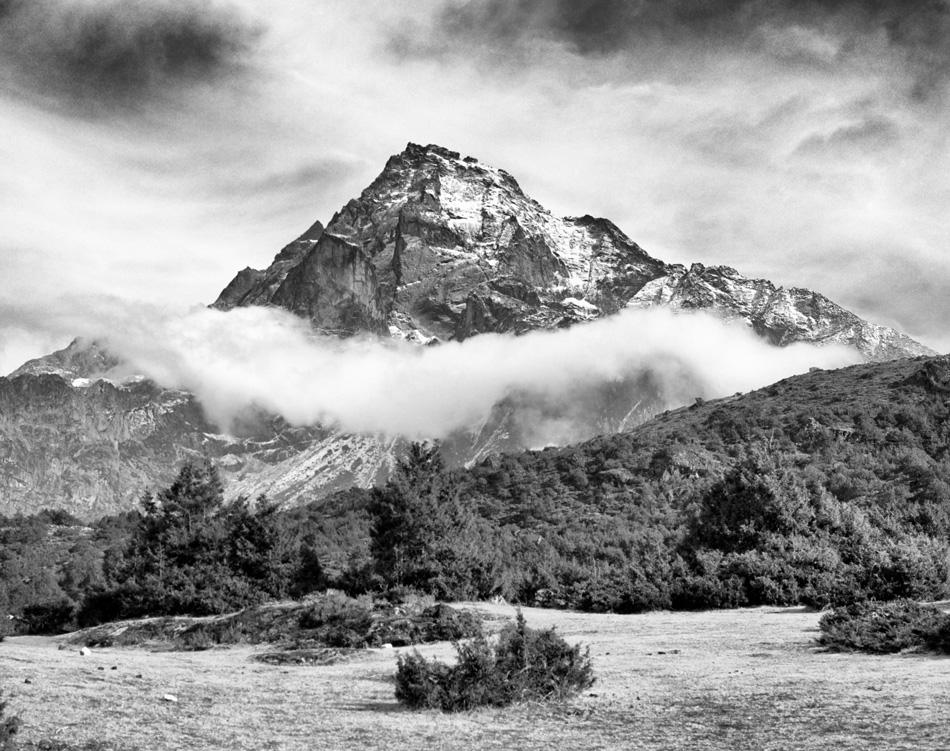 Картинки гор черно белые