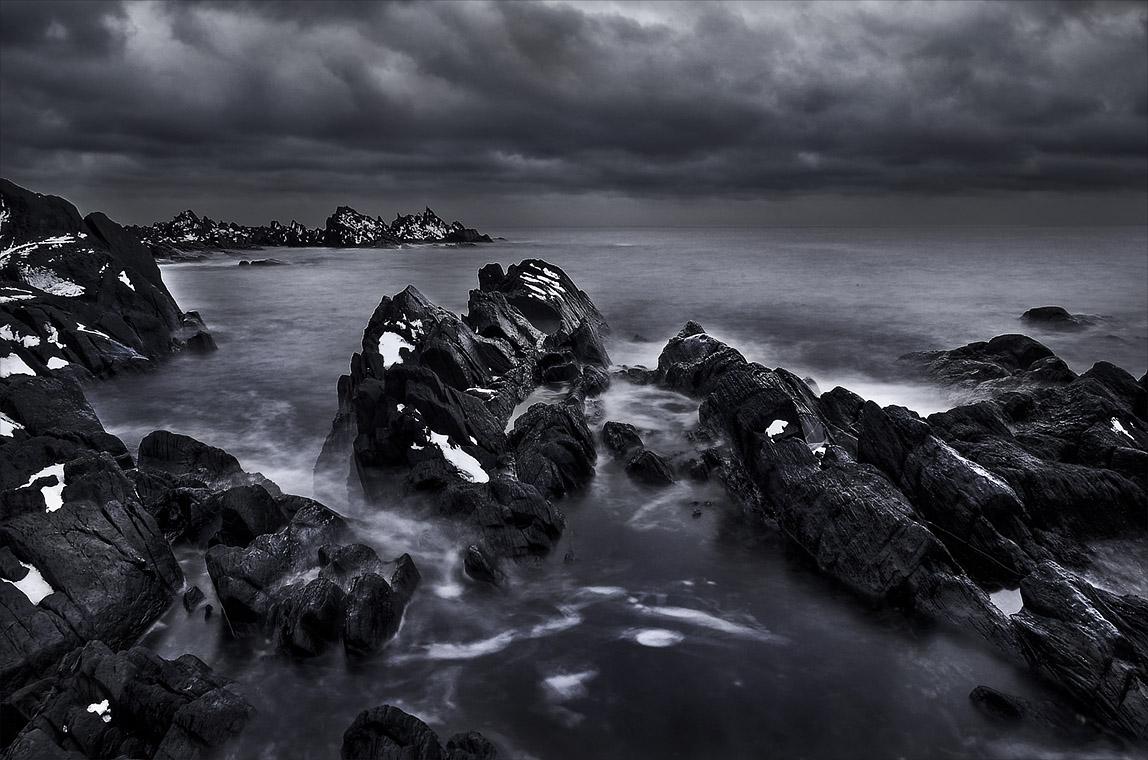 Черные камни картинка