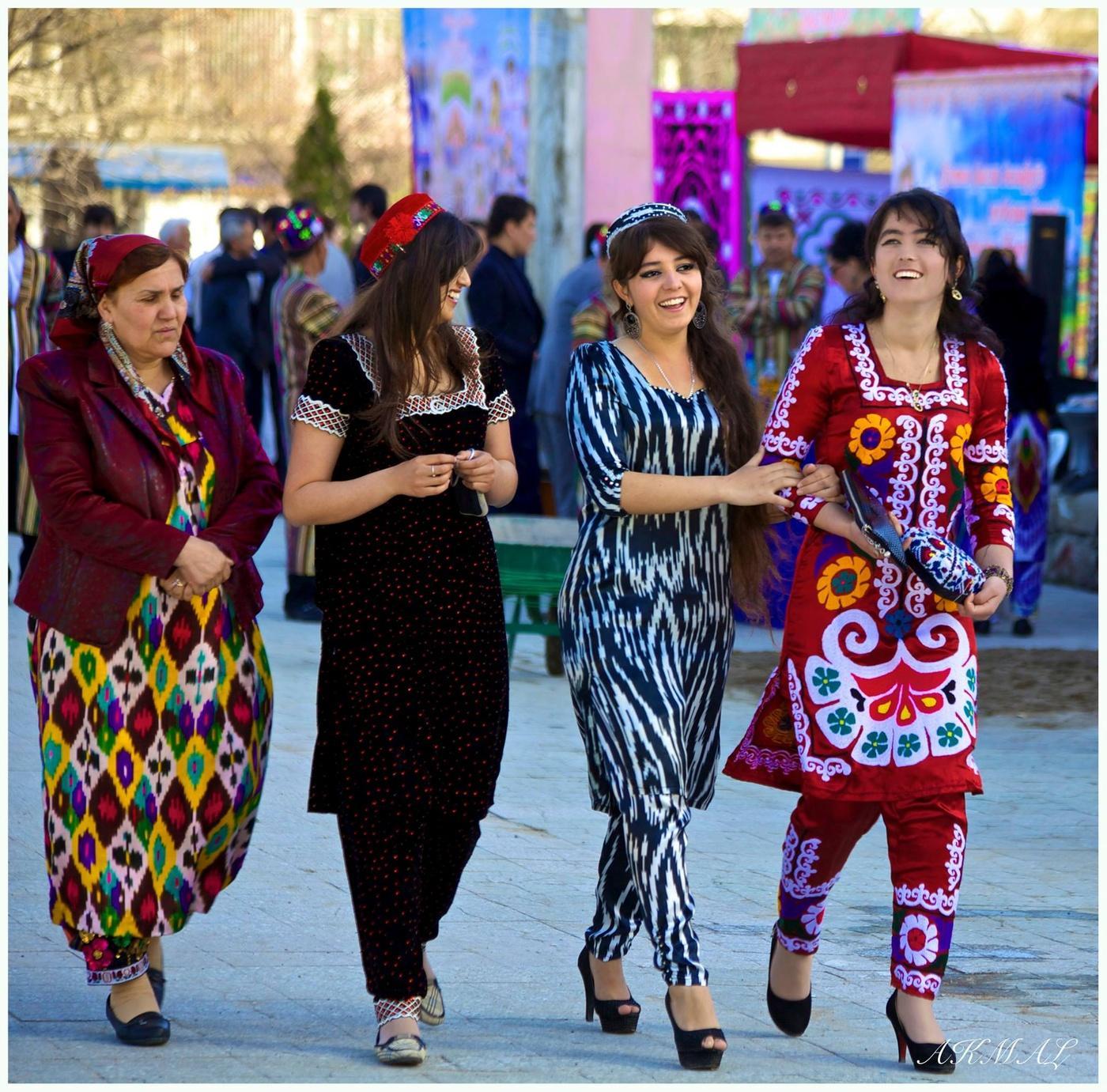 имеющимся них фото таджикских женских штанов научила дочь