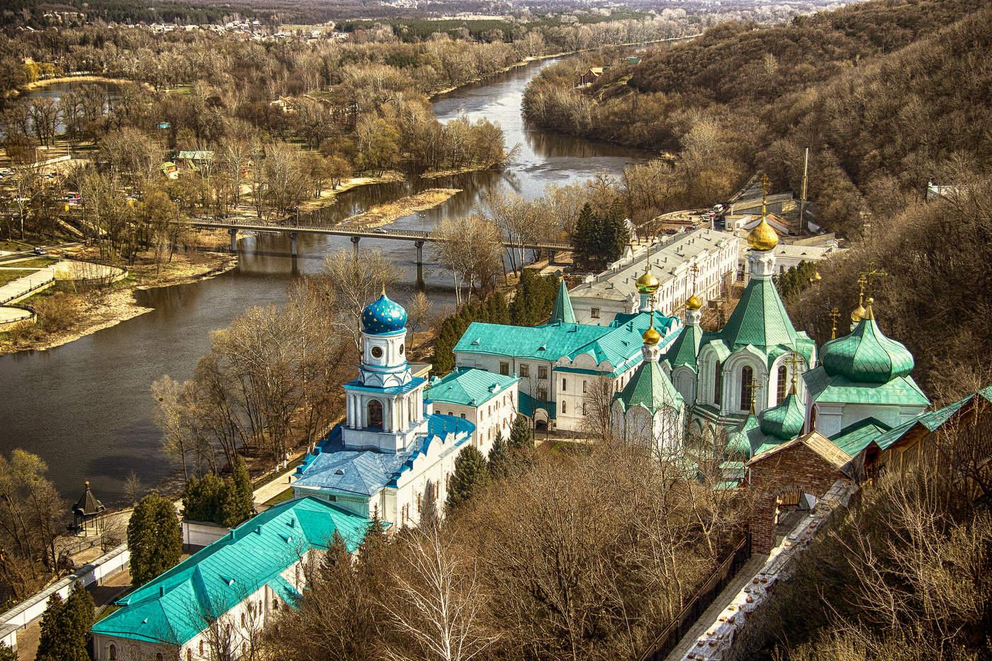 святогорский монастырь фото скучают свободное время