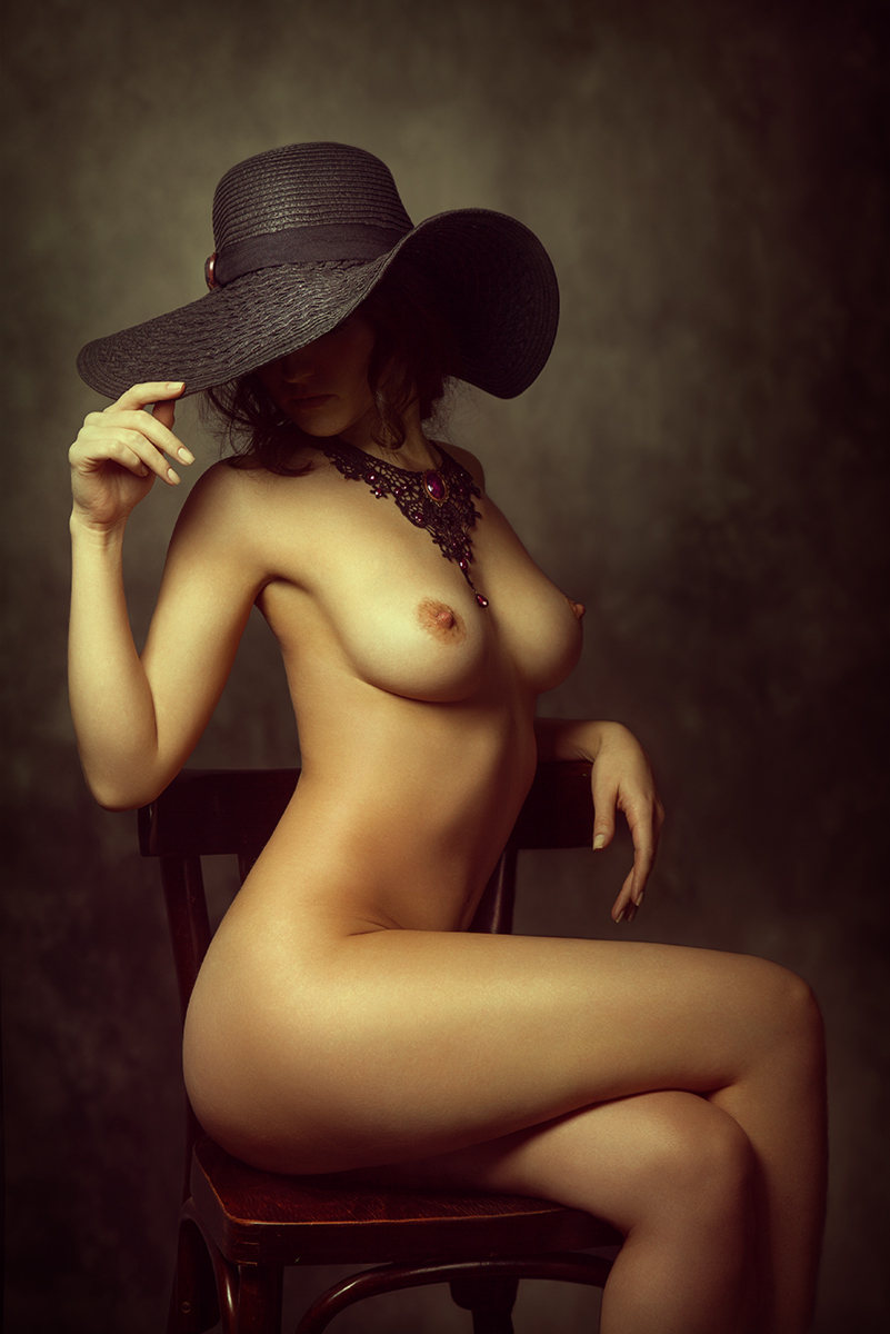 Девушки в шляпах фото эротика, голые старые жирные