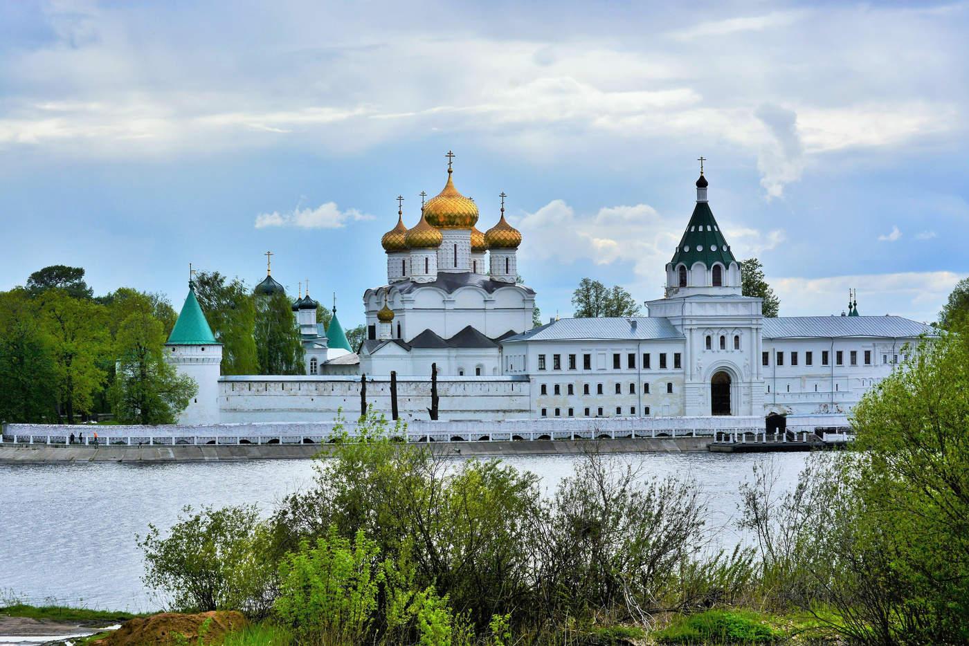 Картинка ипатьевский монастырь в костроме