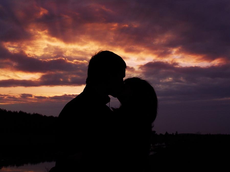 картинки поцелуи вечер много развелось последнее