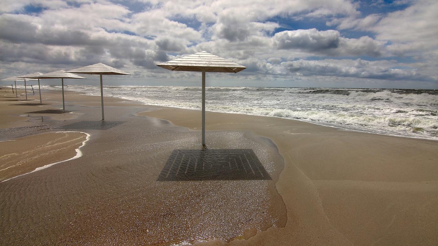 янтарный пляж фото фото выше без
