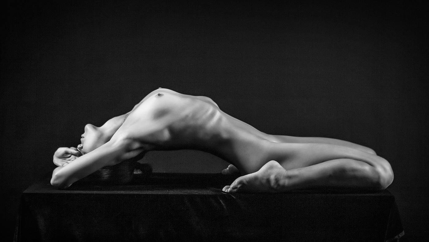 Free female nude art photo