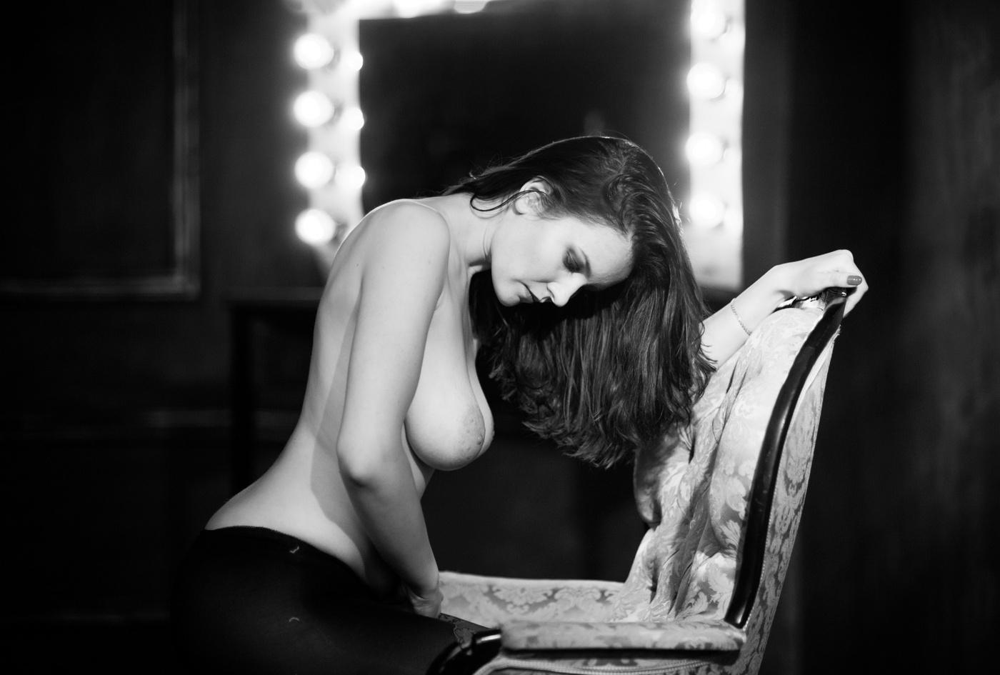 Розыгрыши эротические черно белые частные фото девушек шлюхи камчатке двое