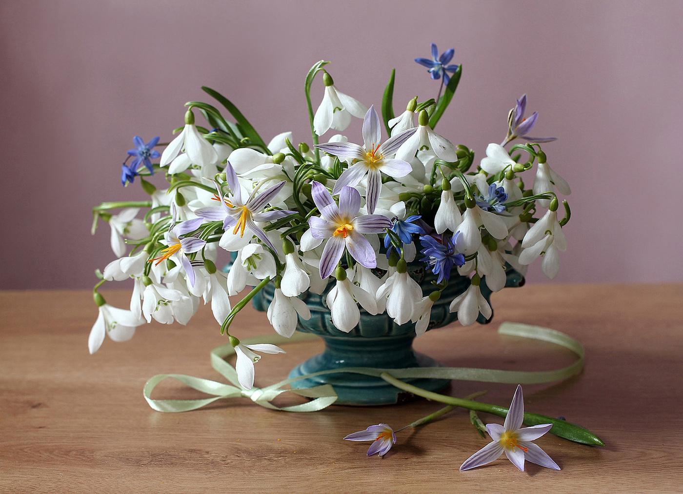 Букет из цветов подснежников, цветы интернет магазин