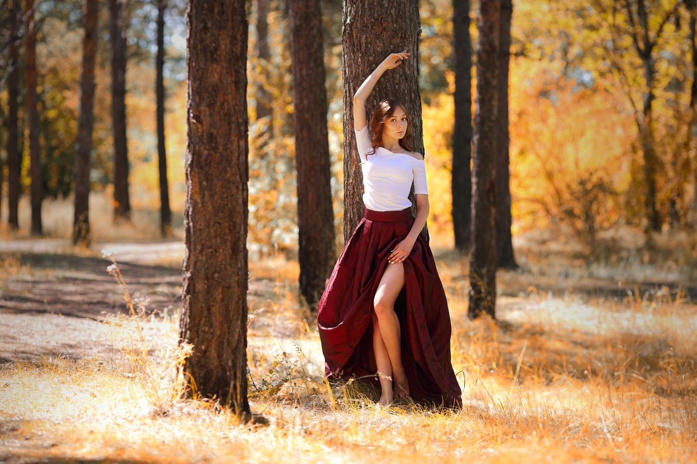 Женские позы для фотосессии в лесу летом