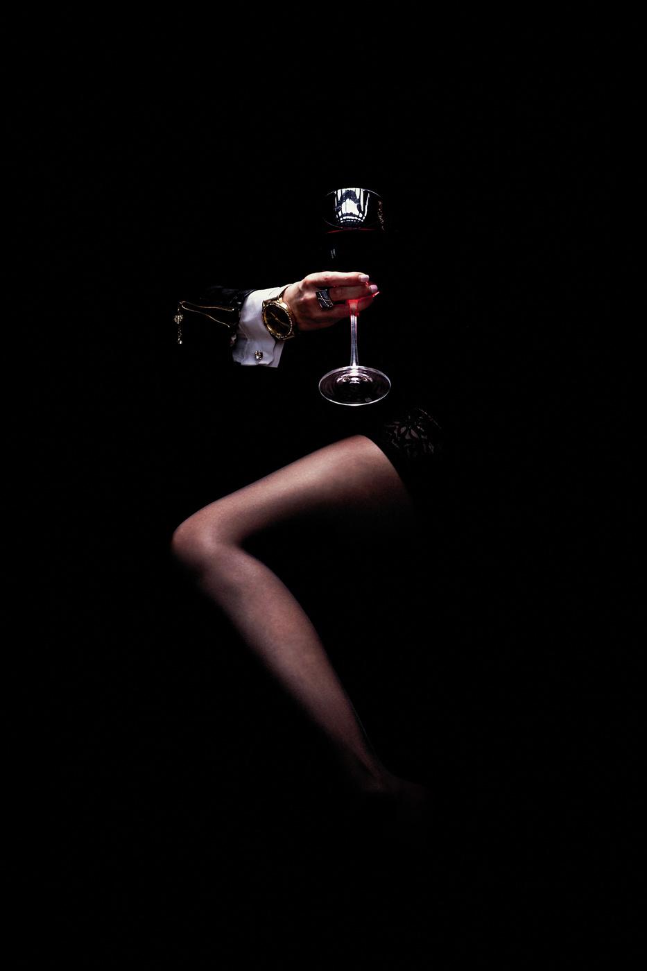 Девушка с бокалом вина / модель Ирина Дёгтева
