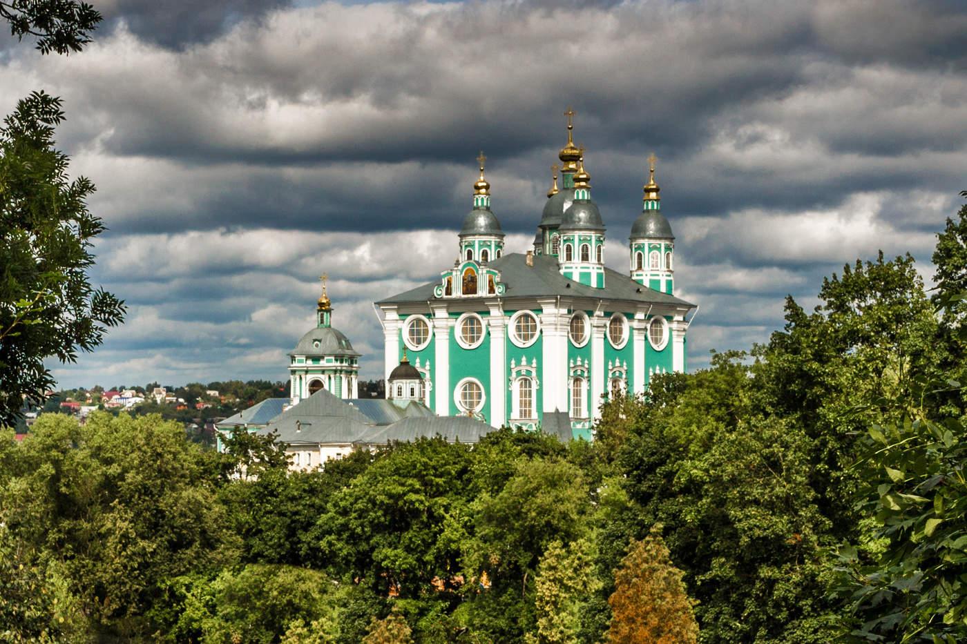 Соборы москвы фото с названиями и описанием угольном