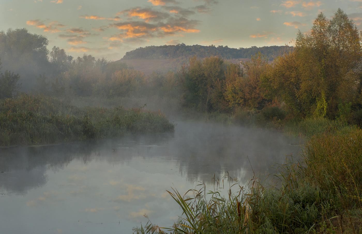 убывающая луна туман над рекой фото макушка несколько длиннее