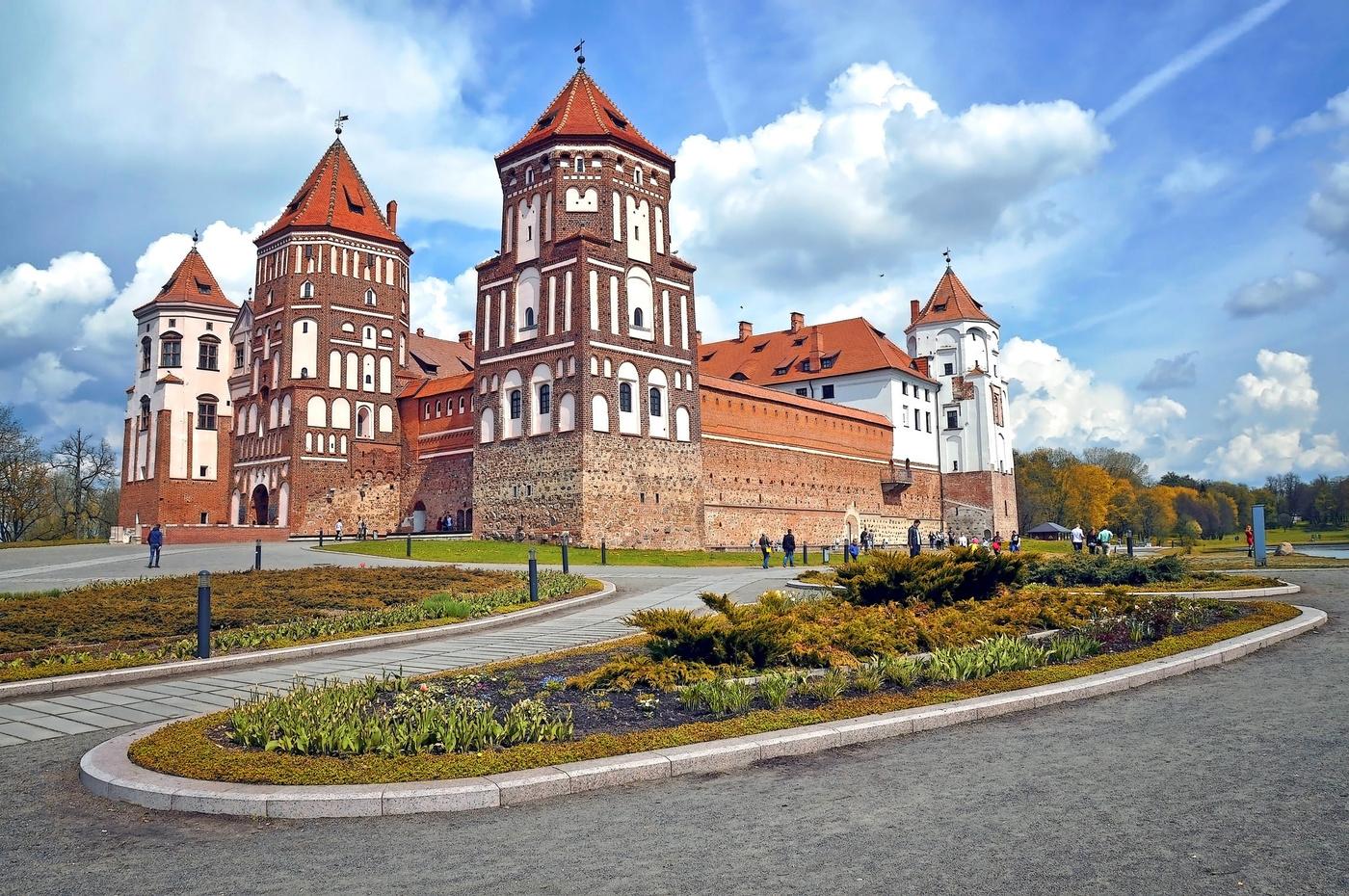 насыщенным картинки замки белоруссии учетом погодных условий