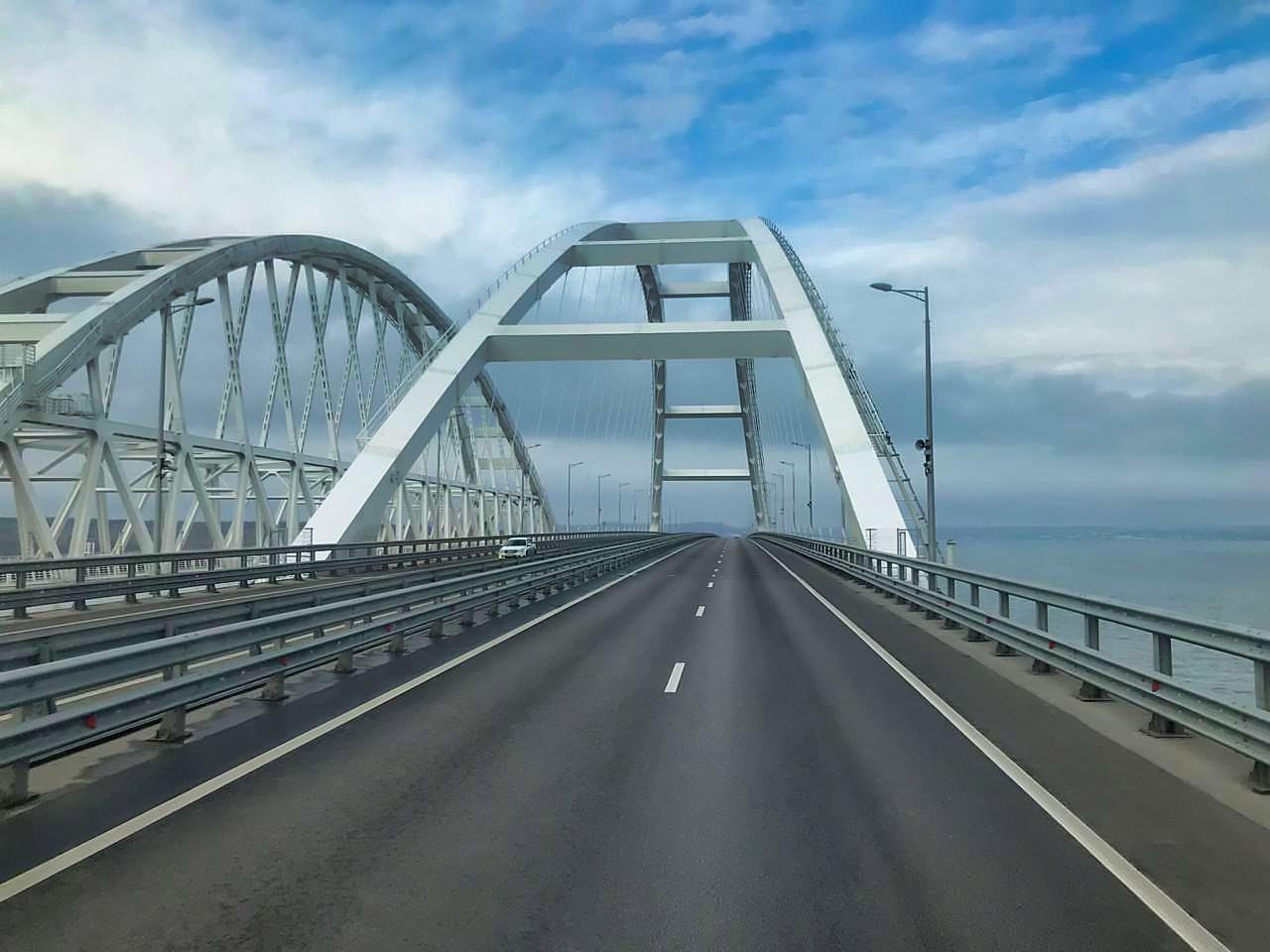 совершенно неувядающая мост крым последние работы фото два
