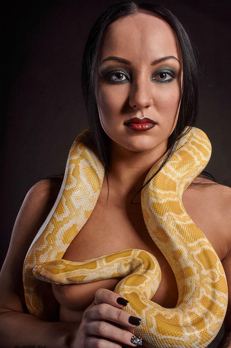 могут где можно сфотографироваться со змеей в москве фильм научно-популярный очень